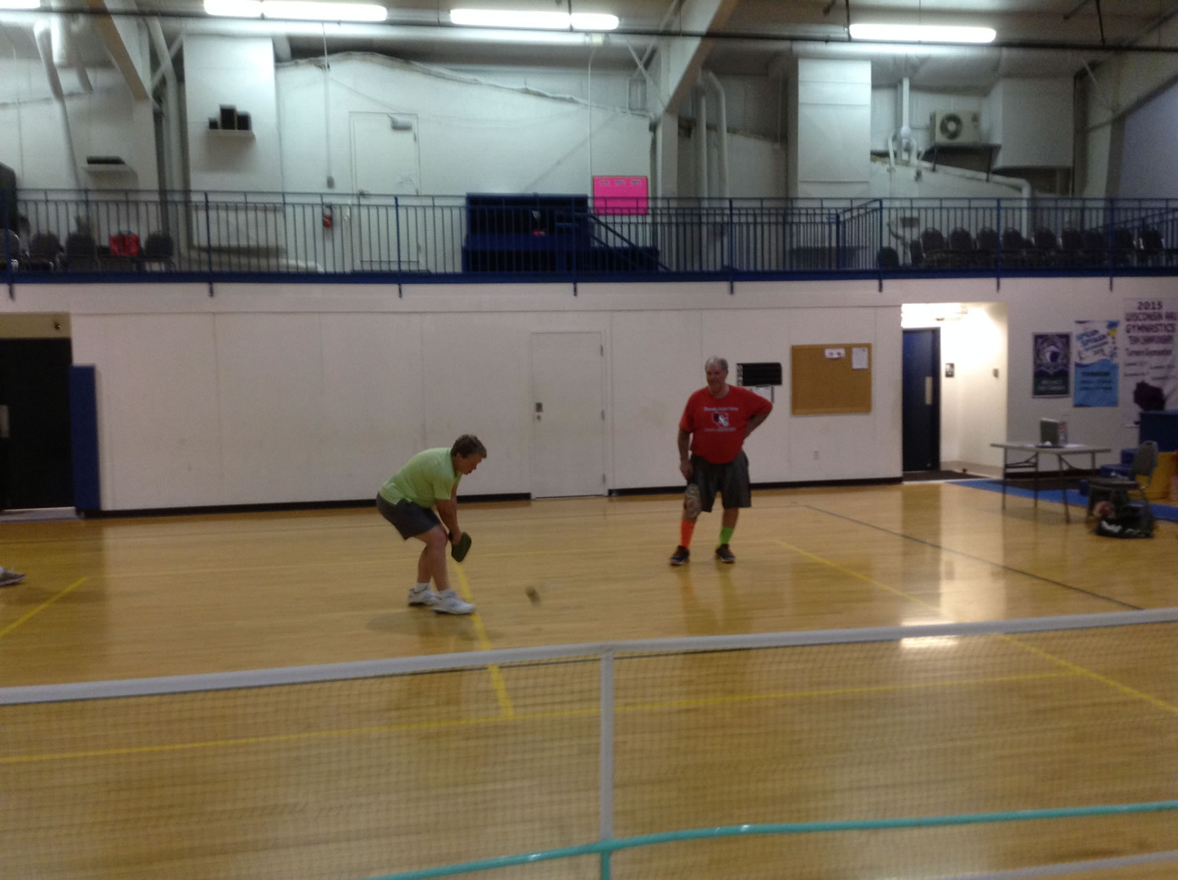 madison-turners-pickleball-playing-a-ball-in-the-middle-of-the-court