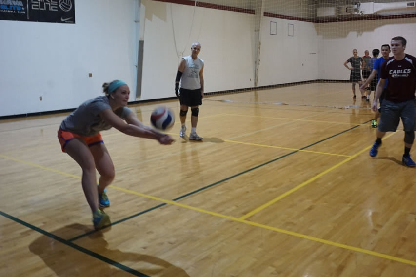 madison-turners-volleyball-pass-from-sideline