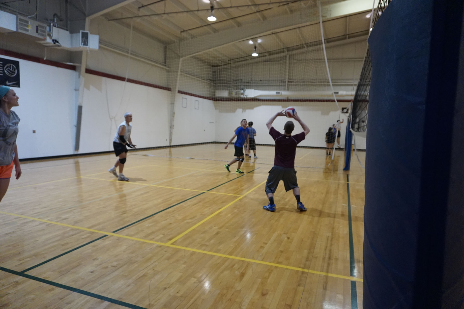 madison-turners-volleyball-set-overhead