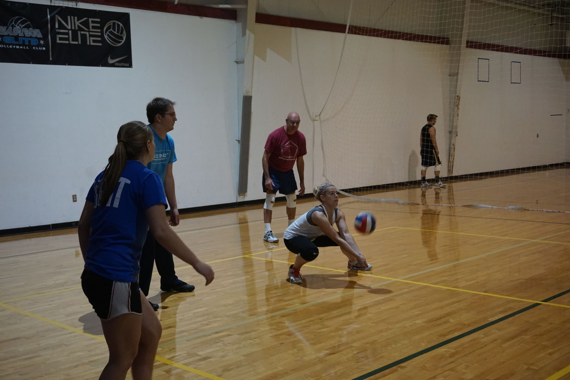 madison-turners-intermediate-volleyball-passing-dig-low-back-court